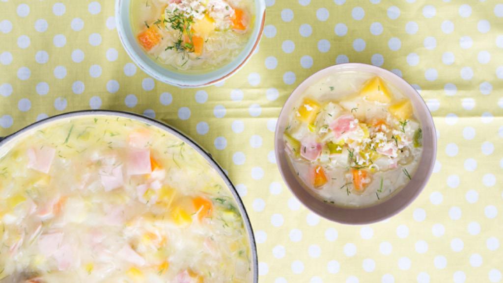 Grönsakssoppa med skinka, grönsaker, pepparrot och dill