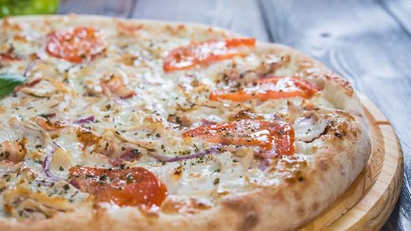 Kyckling- och baconpizza