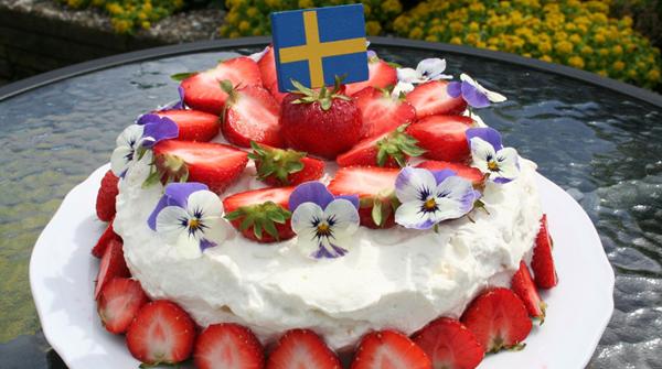 Klassisk jordgubbstårta