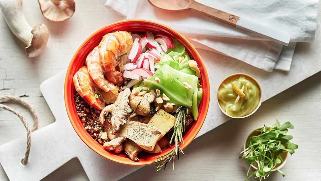 Quinoa bowl med räkor och wasabidipp