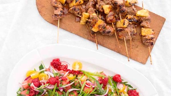 Grillspett med kotlett och ananas
